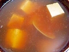 あさりと豆腐とじゃがいもの味噌汁