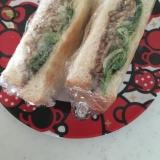 食パンで☆焼きそばとレタスのホットサンド(^○^)
