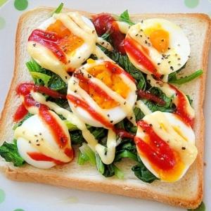 ゆで卵とほうれん草のケチャマヨトースト