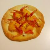 たまごの黄身と桜えびのせ☆餃子の皮でおつまみ