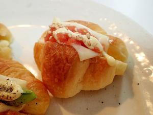 白ごま/マヨで チーズと辛子明太子のクロワッサン