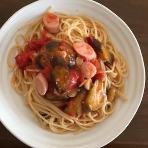 なすと魚肉ソーセージのトマトパスタ