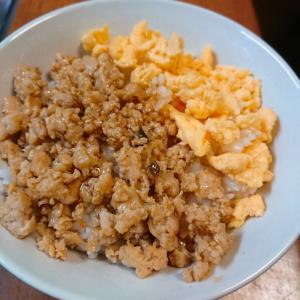 すき焼きのタレで2色の鶏そぼろご飯