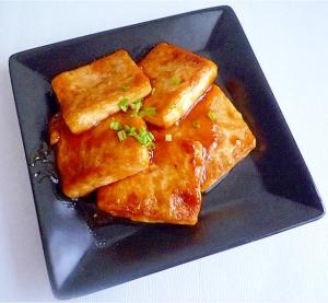 チリソースと醤油のお豆腐ステーキ
