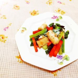チーズかまぼこ入り♪小松菜と人参のホットサラダ