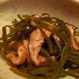切り昆布と油揚げと椎茸の煮物