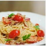 赤タマネギを使ったツナとミニトマトの冷製パスタ