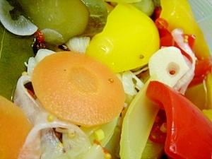 彩りキレイな夏野菜の即席ピクルス★ …きゅうり