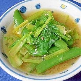 スナップエンドウとカブの葉の味噌汁