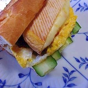 豪快 ウォッシュチーズと卵のバゲットサンド