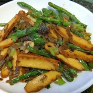 燻製豆腐とインゲンの高菜炒め