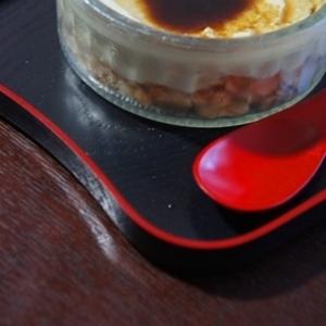 おうちcafe、抹茶豆腐レアチーズケーキの黒蜜がけ