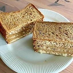 ライ麦パンで♪ツナとタマネギのサンドイッチ