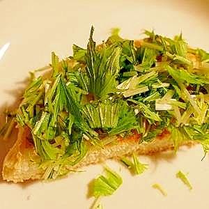 水菜とチーズの胡麻ドレ☆トースト♪