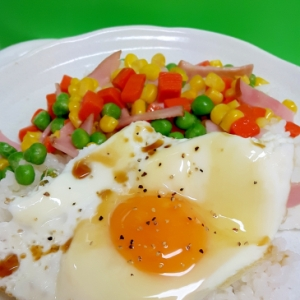 簡単!(^^)目玉焼き&ミックスベジタブルの丼♪