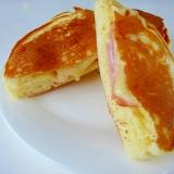 マヨネーズとチーズがトロ~リ♪ホットケーキ