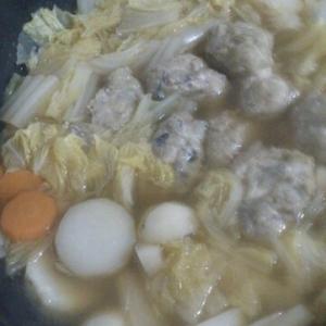 野菜たっぷり☆秋刀魚つみれ鍋