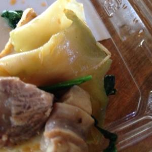 サメ肉とザーサイとネギの炒め物。