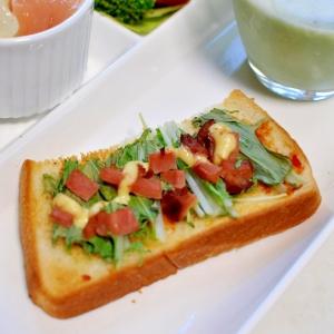 水菜と焼き豚の豆板醤トースト