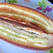 ホットドッグパンでちゃちゃっとマヨトースト