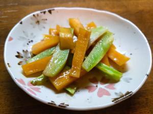ブロッコリーの芯と薩摩芋の炒め物