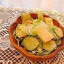 りんごとレタスのサラダ