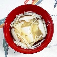 塩とうふ、椎茸、えのきのお味噌汁
