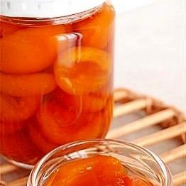 旬の果物保存食。びわのシロップ煮