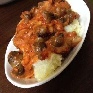 シメジと玉ねぎのトマト&チーズ炒めwithポテト