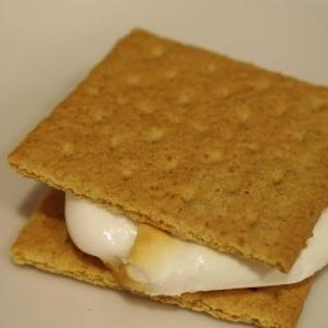簡単スモア 北米のキャンプファイヤーで人気デザート