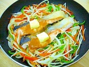 緑豆もやしと秋鮭のちゃんちゃん焼き