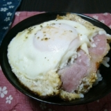 朝ごはんに(/・ω・)/ベーコンエッグ乗っけご飯☆