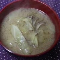 舞茸とキャベツの味噌汁