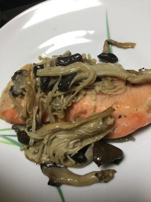 銀鮭ときのこの味覇炒め