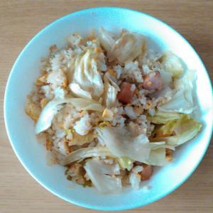 ウインナーとレタスと卵の焼き飯
