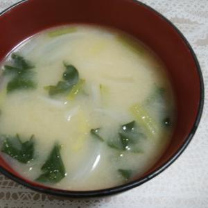 さつまいもと小松菜と玉ねぎのお味噌汁