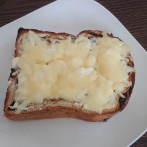 クセになりそう♪レーズンチーズトースト★