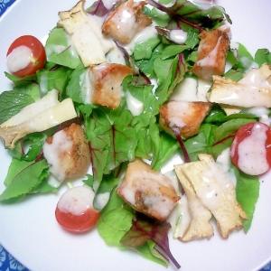 鶏肉エリンギベビーリーフサラダに塩ドレヨーグルト