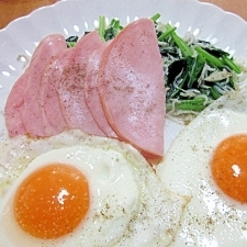 朝の定番☆ ハムエッグのコツ&ほうれん草のソテー