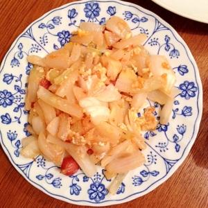 玉ねぎとソーセージと卵のケチャップ炒め