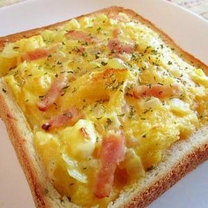 とろとろ卵のパングラタン in パン♪