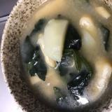 ホウレン草、玉ねぎ、油揚げ、じゃが芋のお味噌汁☆