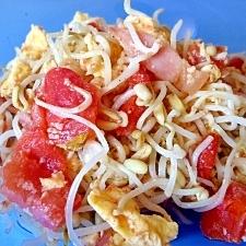 パパッと一品!トマトともやしの炒め物