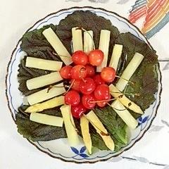 ホワイトアスパラと、さくらんぼのミニサラダ