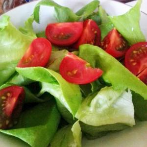 簡単!サラダ菜とトマトの亜麻仁油サラダ