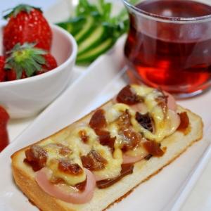 魚肉ソーセージと福神漬けのトースト