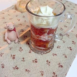 紅茶ゼリーで飲むミルクティージェリー