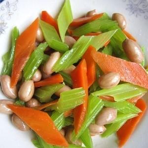 セロリと茹で落花生の和え物(芹菜拌花生米)