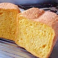 HBで色のキレイなキャロット食パン