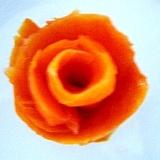 スモークサーモンの切り落としでお花を作りました♪